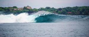nusa-lembongan-waves-1