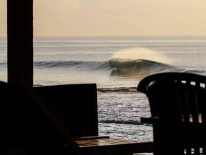 sanur-waves-1